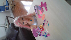 Barbie hairstyling doll head