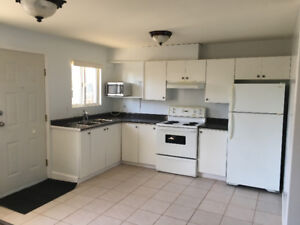 *Newly Renovated 2 Bedroom, 1 Bath Ground level Suite*