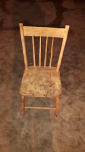Chaise antique décapé