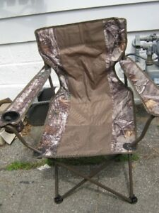 realtree camo hunting chair & hat. brand new never used.