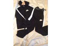 Boys or girls unisex black Nike tracksuit hoody & jogging pants 8-10 years 128-137cm