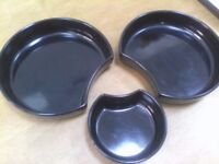 Two Large & One Small Dishes - Quirky Black Style