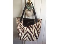 Ralph Lauren print bag with leather handle. As new.