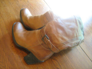Ladies Size 7 Brown Leather Boots - Great used condition.