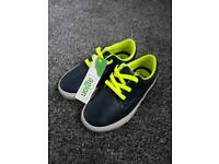 Boys Clarks Navy Leather Trainers size 8G