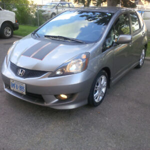 2009 Honda Fit Sport Package! With Rare OEM Naviagtion! Low Kms!