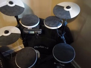 TD-4 Roland Electronic Drums with Case and Throne