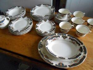 Ensemble de Vaisselle Porcelaine England Antique