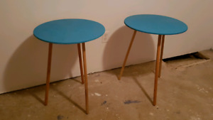 2 side tables.