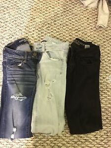 3 American Eagle jeans