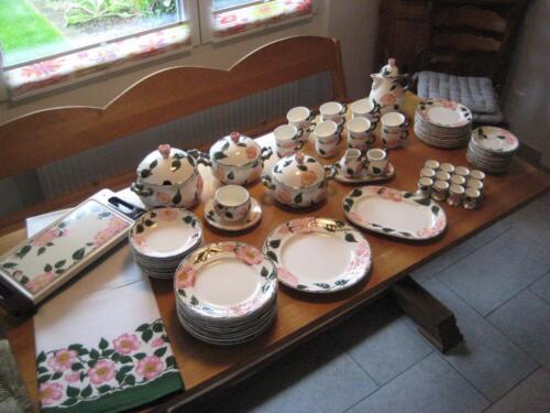 hochzeitgeschenk wildrose ess und kaffeeservice f r 12 personen in nordrhein westfalen. Black Bedroom Furniture Sets. Home Design Ideas