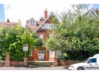 A delightful upper floor apartment situated on Northmoor Road available in September