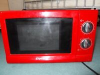 Red Elgento microwave oven 17 L for spares or repairs