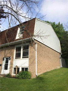 STUDENTS, 2 ROOMS AVAILABLE NEAR CONESTOGA COLLEGE SEPT 1