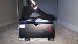New Jordan 5 black metallic size 9.5 NO TRADES