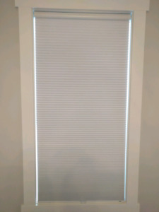 Diamond cell blackout cellular shades