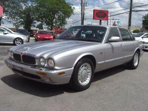 2000 Jaguar XJ8 Premium *WOW CLEAN CLEAN CLEAN CLEAN*