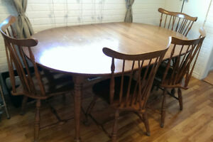 Dining table and up to 6 chairs