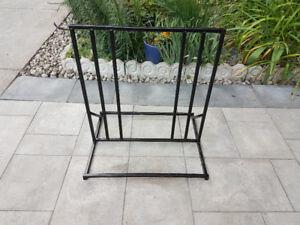 Exterior metal bike rack - Support à vélo extérieur en métal