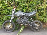 125cc pit bike , 4 stroke ,runs and rides nice ,starts off kick,ready to go 250 takes it no offers!