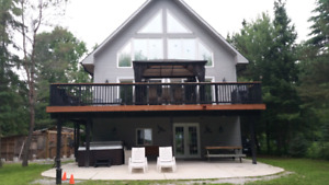 Luxury Cottage Rental with Hot Tub