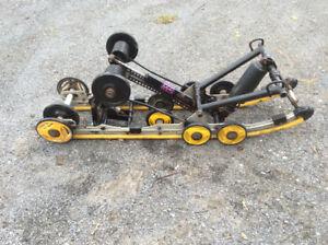 """Suspension BRP SC10 121"""" pour pieces ou a réparer, $75  Une roue"""
