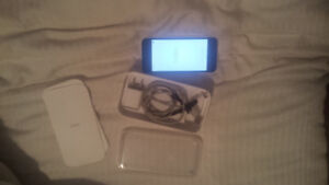 Iphone 5c 8gb good condition trade for a squier strat