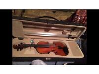 4/4 Sander Violin, Bow and Shoulder Rest in Hard Case