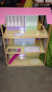 Large Doll House with Barbies/Furniture/Clothing