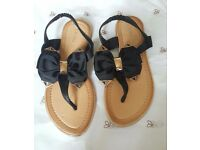 Pia Rossini black and gold sandals with bow size 4