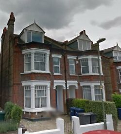 Studio room to let in Finchley Central, Room with small kitchen to rent in Finchley, Quiet house.