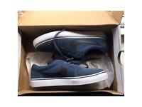 UNISEX Blue and Black Nike Skateboarding Shoe Size 5