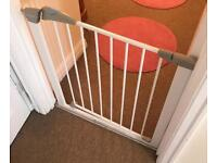 Lindam pressure stair gate in great condition