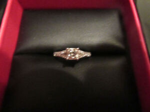 Engagements Platinum 18k and diamond women s ring.NEED TO GO