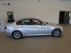 2010 BMW 323i LUXURY SEDAN! ONLY 56,000KMS! MINT! ONLY $15,900!