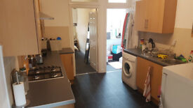 Superior One Bedroom Self Contained Flat To Let In Fashionable Queens Road, Close To City Centre