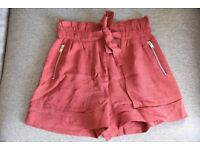 Zara, size S, high-waisted burgundy shorts perfect for transition into autumn. Like new!
