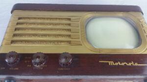 Antique MOTOROLA model WT71MN A wooden case Television TV