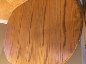 oak dinning table w/ 4 chairs