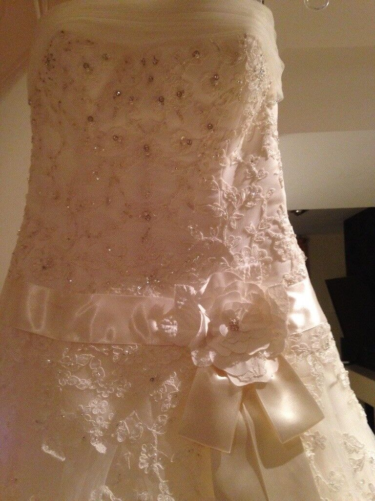 Wedding Dress Mon Cheri 2010 Used