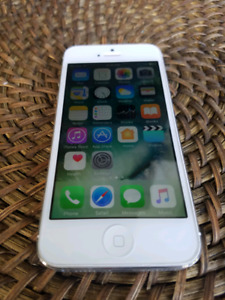 iPhone 5s 64gb Silver Telus Koodo mint condition.