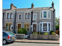 2 bed upper flat, sea views & garden. On street parking, good transport links.