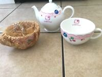 Brand NEW : Hello kitty teapot and tea cups set