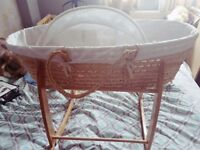 Moses basket with rockung stand and extras
