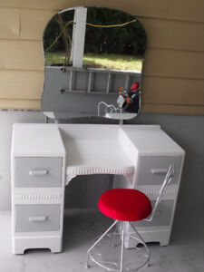 Vintage dresser with Mirror and chair