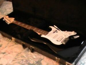 Fender Squire (Affinity) Stratocaster (Black & White)