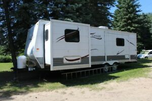 32 Foot Cavalier by Gulf Stream Holiday Trailer