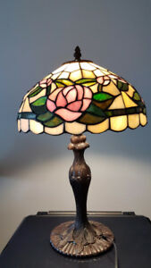 "18"" tiffany style table lamp with"