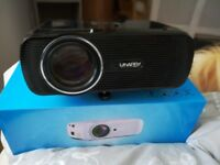 Projector and motorised screen for sale.