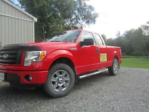 2012 Ford F-150 STX    **LOW KMs**